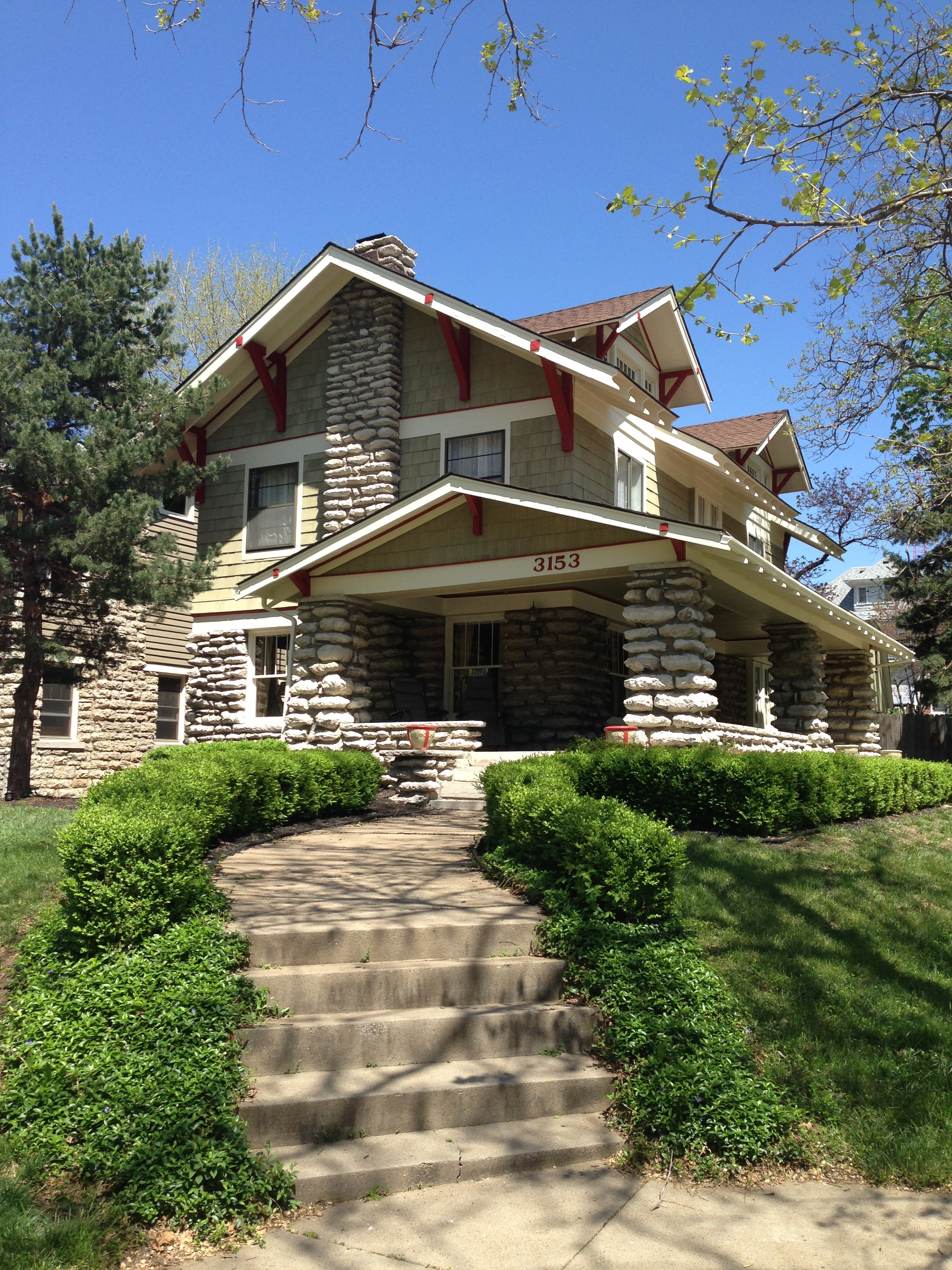 a stone house from the '50's gets repainted